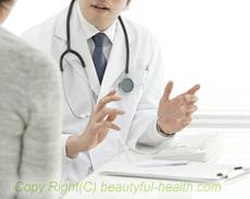 医者と患者が話している写真